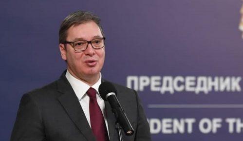 Vučić uručio odlikovanja porodicama posthumno odlikovanih medicinskih radnika 6