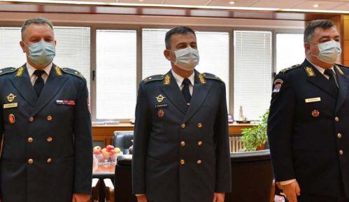 Vučić unapredio trojicu oficira u generalske činove 1