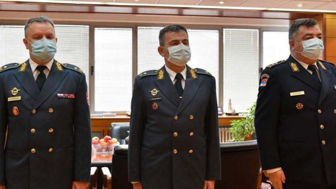 Vučić unapredio trojicu oficira u generalske činove 2