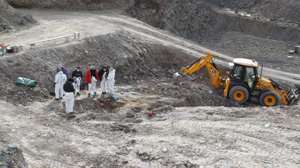 Posmrtni ostaci sedam Albanaca ekshumirani iz masovne grobnice u Kiževku vraćaju se na Kosovo 30. septembra 1