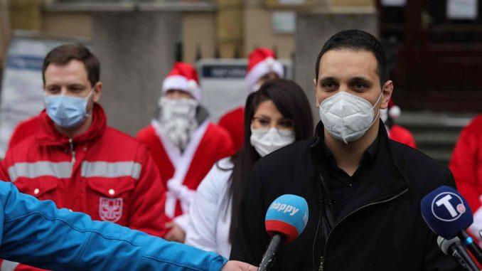 Sto CarGo Batlera u odelu Deda Mraza doniralo 1.000 obroka medicinarima 4