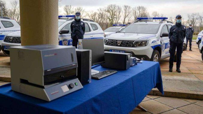 Nemačka donirala MUP-u Srbije 10 terenskih vozila i opremu vrednu 745.000 evra (FOTO) 2