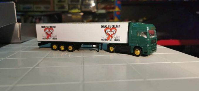 Srce veliko kao kamion: Vozači kamiona obezbedili 130 paketića za ugroženu decu 4