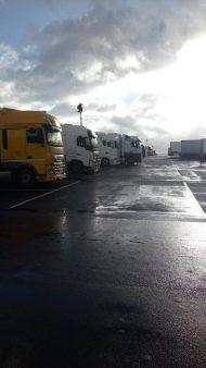 Kolona sa više od 5.000 kamiona zaustavljena kod engleskog aerodroma Manston (FOTO/VIDEO) 4