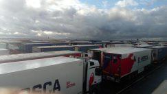 Kolona sa više od 5.000 kamiona zaustavljena kod engleskog aerodroma Manston (FOTO/VIDEO) 10