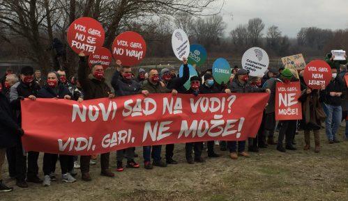 """Održan još jedan skup protiv """"Novog Sada na vodi"""" - """"Vidi, gari, opasulji se!"""" (VIDEO, FOTO) 7"""