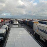Kolona sa više od 5.000 kamiona zaustavljena kod engleskog aerodroma Manston (FOTO/VIDEO) 1
