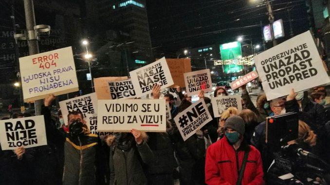Ispred Vlade Srbije održan protest radnika na internetu zbog poreza (FOTO; VIDEO) 3