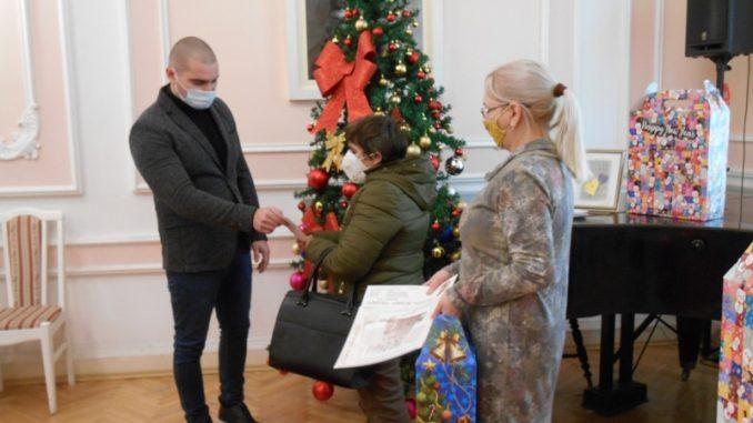 Umesto novogodišnjih troškova, pomoć za teško obolelu decu u Velikom Gradištu 5