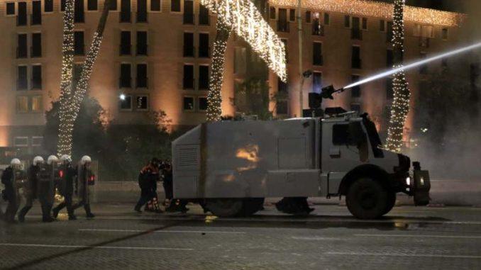 Albanska policija rasturila novi protest u Tirani zbog ubistva 25-godišnjaka 1