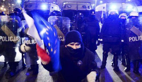Antivladini demonstranti u Varšavi pokušali da dođu do kuće Kačinjskog 6