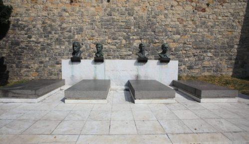 SKOJ narodnim stražama čuva Grobnicu heroja na Kalemegdanu 6
