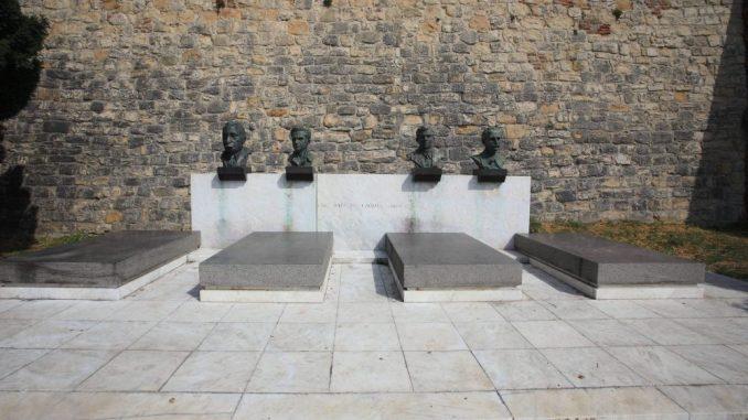SKOJ narodnim stražama čuva Grobnicu heroja na Kalemegdanu 5