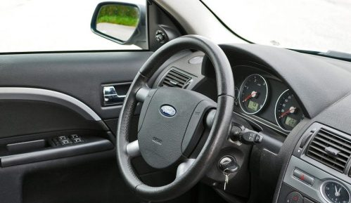 Koliko je epidemija smanjila prodaju automobila u Srbiji u 2020. godini? 10