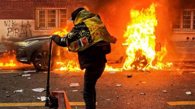 Nasilje na protestu u Parizu, 30 uhapšenih 3