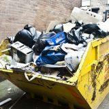 Čistoća odnela 11 kamiona otpada iz dvorišta i kuće koje je vlasnik prikupljao godinama 2