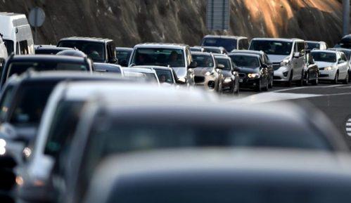 AMSS: Tokom dana veći broj vozila na svim putnim pravcima 11