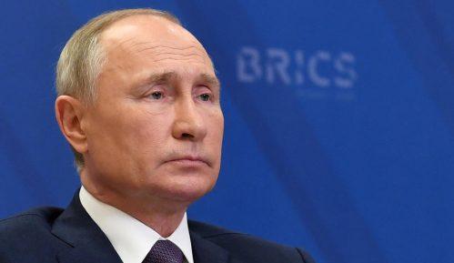 Kremlj: Putin se oseća dobro posle vakcine, vakcinisale se i njegove ćerke 11