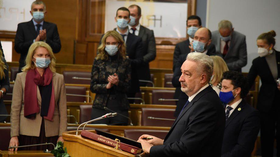 Crnogorska Vlada ograničava cene hleba, deli socijalne bonove i ulje 1