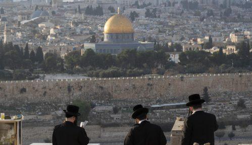 Stotine ultraortodoksnih Jevreja bez zaštitnih maski slavilo praznik 8