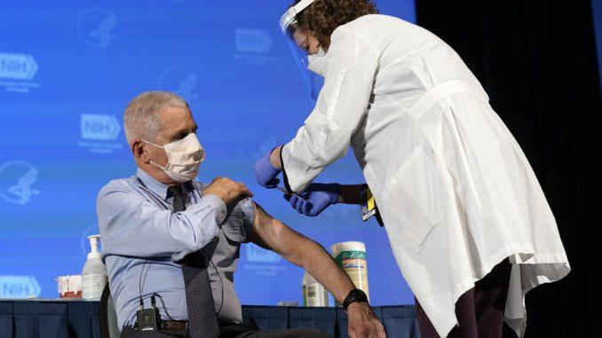 Fauči primio vakcinu protiv korona virusa kompanije Moderna 4