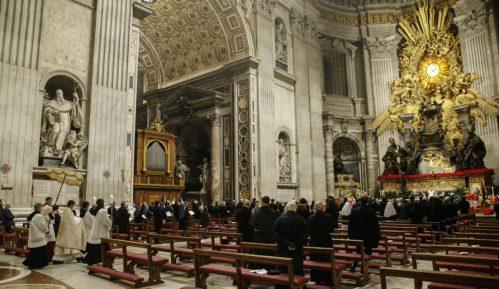 Papa zbog išijasa neće služiti u novogodišnjoj noći 15
