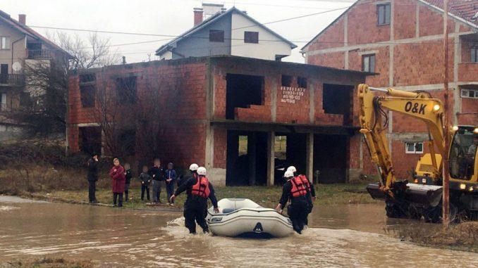 Vanredna situacija u više opština na jugu, evakuisane 34 osobe iz poplavljenih područja (FOTO) 1