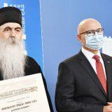Zabranama i napadima na medije do trona patrijarha 14