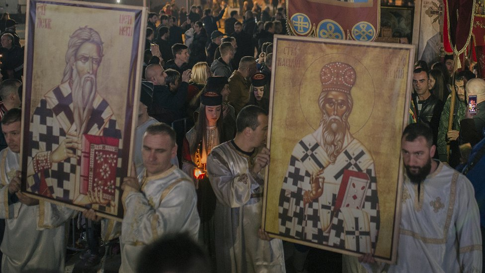 U litijama učestvuju i brojna sveštena lica Srpske pravoslavne crkve