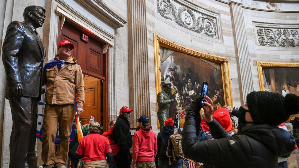 Pro-Trump protesters break in to the US Capitol