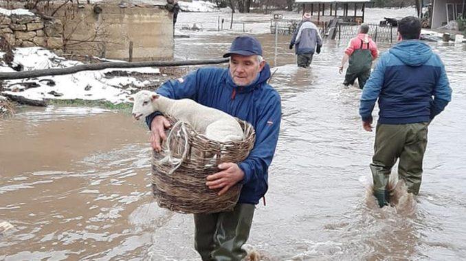 Srbija i poplave: Sela kod Leskovca i Pirota pod vodom, vanredna situacija u Doljevcima i Žitorađi 3