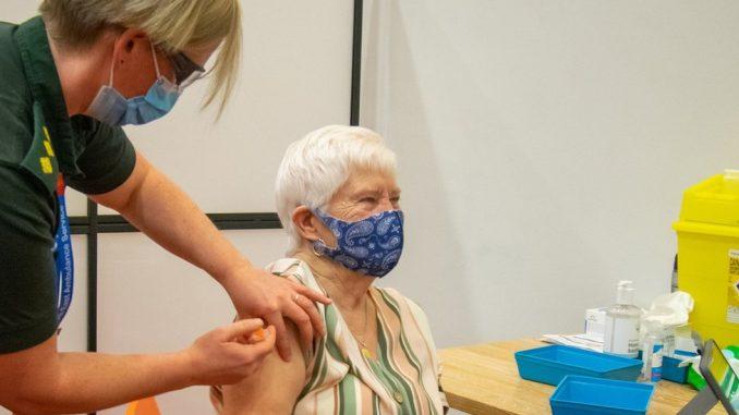Korona virus: Srbija otvara 300 centara za vakcinaciju, protest protiv mera zaštite u Austriji 3