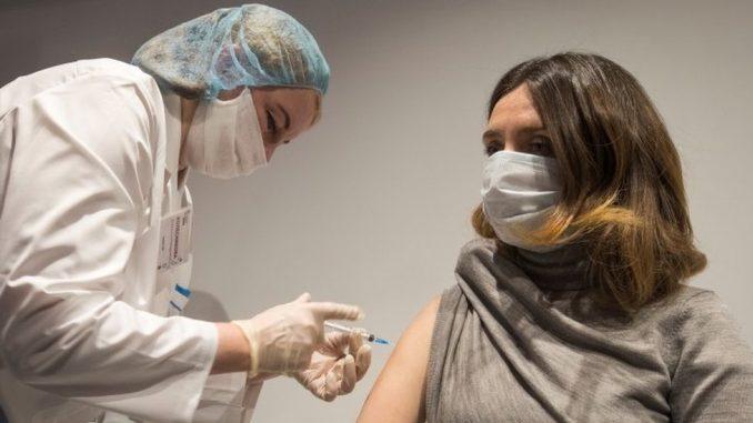 "Korona virus: U Srbiji počinje vakcinacija na 300 punktova širom zemlje - svet pred ""moralnim posrnućem"", kaže SZO 2"