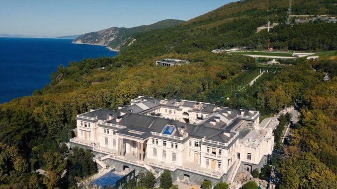 """Rusija i Aleksej Navaljni: Putin negira tvrdnje da je vlasnik luksuzne palate kupljene """"najvećim mitom u istoriji"""" 2"""