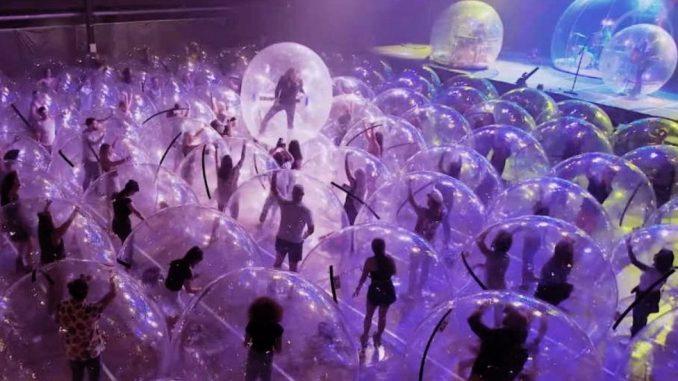 """Korona virus i muzika: Flejming Lips priredio jedinstvene """"balon koncerte"""" u Oklahomi 4"""
