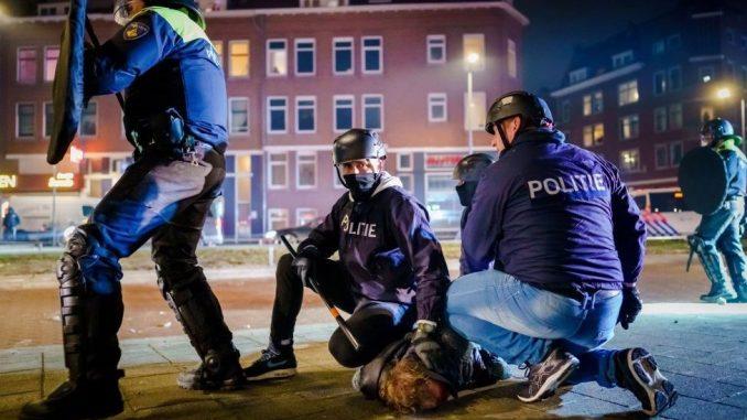 Korona virus, protesti i Holandija: Najgori neredi u poslednjih nekoliko decenija, uhapšeno 150 ljudi 3