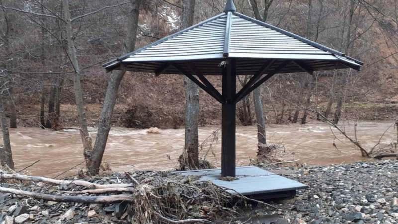 Bujica srušila most na Staroj Planini, poplavljena izletišta 1