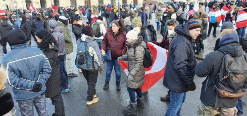 """Beč: Protestna šetnja protiv """"korona diktature"""" (FOTO) 12"""