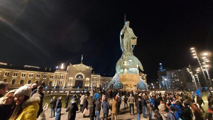 Otkriven spomenik Stefanu Nemanji uz kršenje epidemioloških mera (FOTO, VIDEO) 1