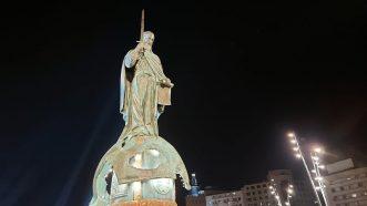 Otkriven spomenik Stefanu Nemanji uz kršenje epidemioloških mera (FOTO, VIDEO) 2