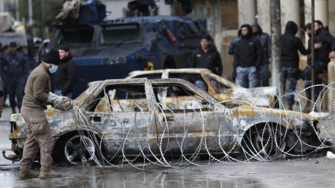 Jedna osoba poginula, više od 200 povređenih na protestima u Libanu 8