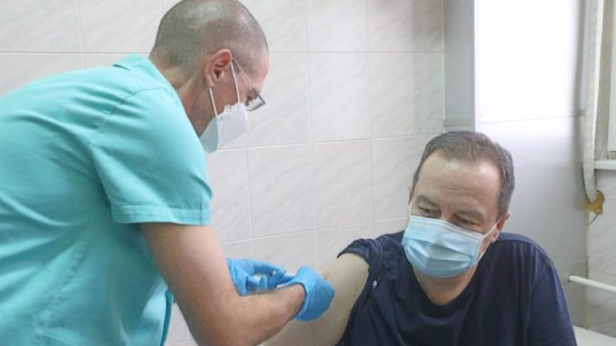 Dačić, Vulin i Đerlek primili rusku vakcinu Sputnjik V 5