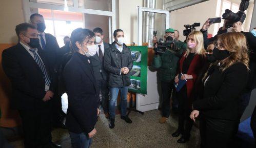 Brnabić: Prioriteti za Paraćin pronalazak strateškog partnera za fabriku stakla 2
