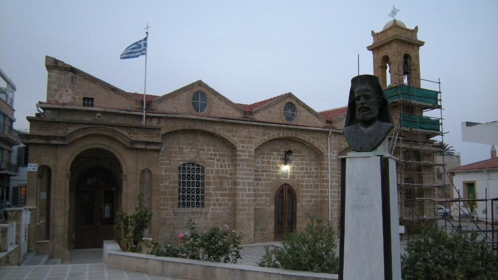 Kipar: Pola veka podele u Nikoziji 1