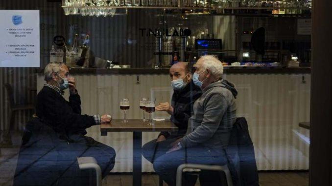 U Španiji vakcinisani vojska i političari, ali ne i prioritetne grupe 1