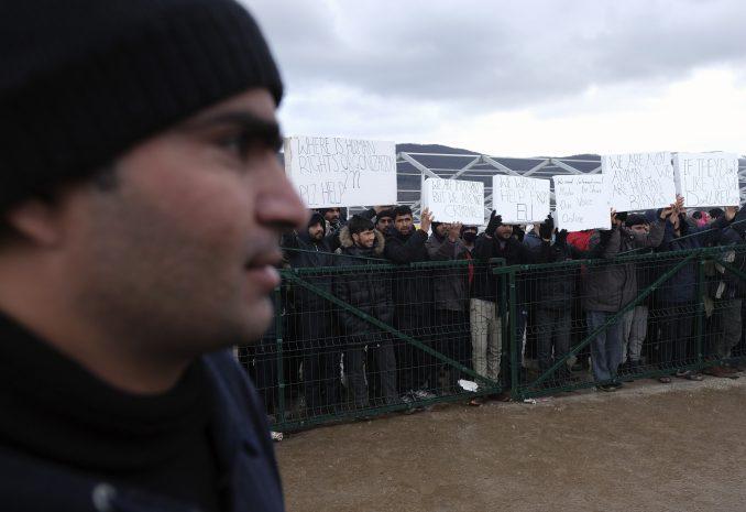 """Protest migranata dočekao ministra bezbednosti BiH u kampu """"Lipa"""" 5"""