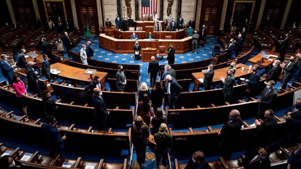 Četiri osobe poginule tokom nasilja Trampovih pristalica u Kongresu SAD 4