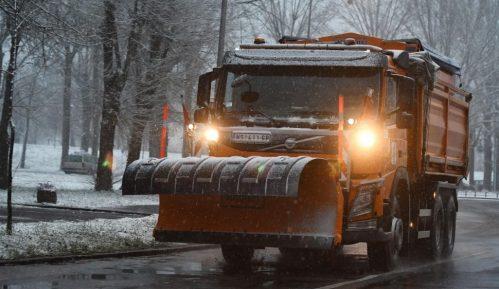 Raskvašen sneg na više puteva, opasnost od poledice zbog niskih temperatura 6