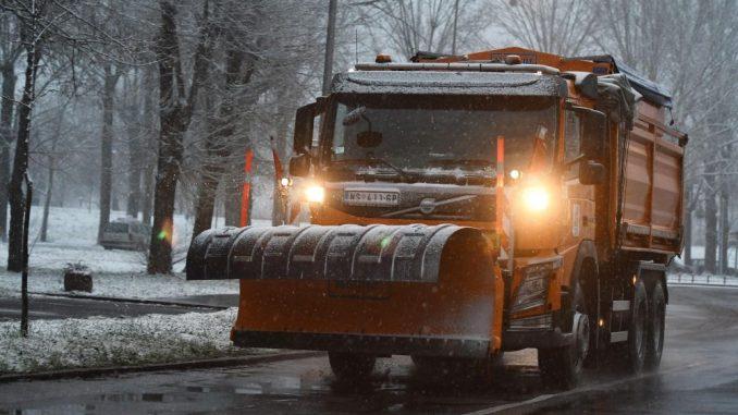 Raskvašen sneg na više puteva, opasnost od poledice zbog niskih temperatura 5