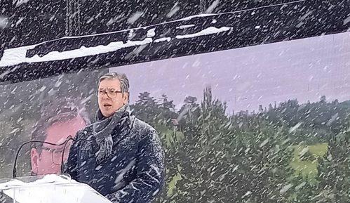 Vučić o zahtevima frilensera: Možete da rušite institucije i sajtove ali porez ima da se plati 12